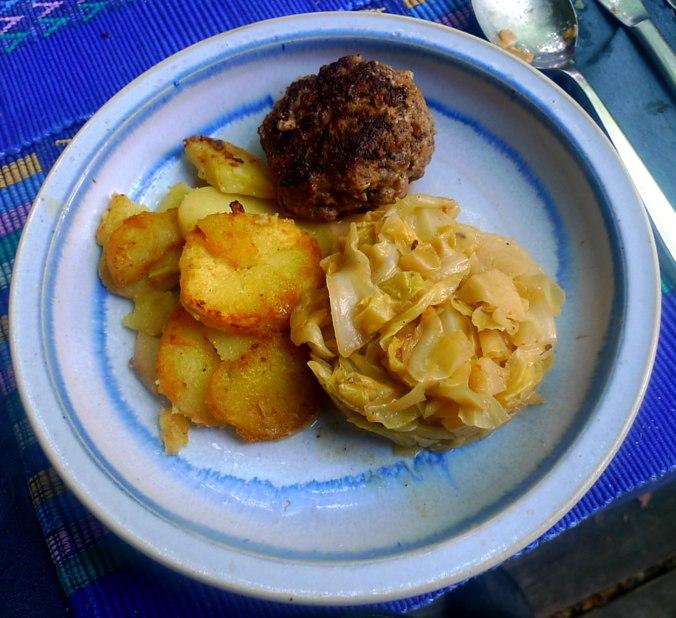 22.6.16 - Spitzkohl,Frikadellen,Bratkartoffeln (1)