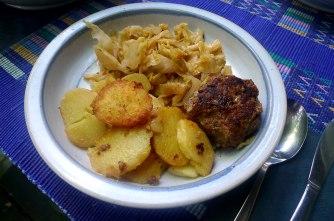 22.6.16 - Spitzkohl,Frikadellen,Bratkartoffeln (13)