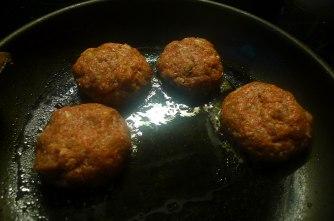22.6.16 - Spitzkohl,Frikadellen,Bratkartoffeln (8)