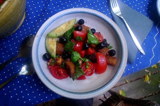 27.6.16 - Panzanella,Brotsalat,Tomatenbrotsalat,vegan (10)