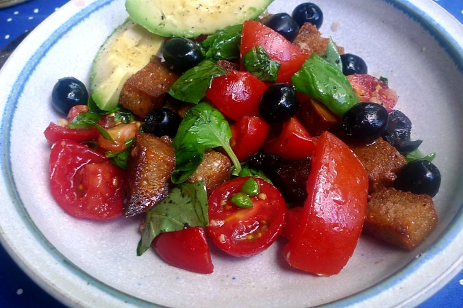 27.6.16 - Panzanella,Brotsalat,Tomatenbrotsalat,vegan (9)