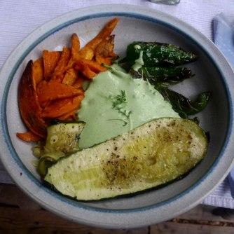 21.7.16 - Süßkartoffel Pommes,Pimientos,Zucchini,Kräuter Quark Dip (13)