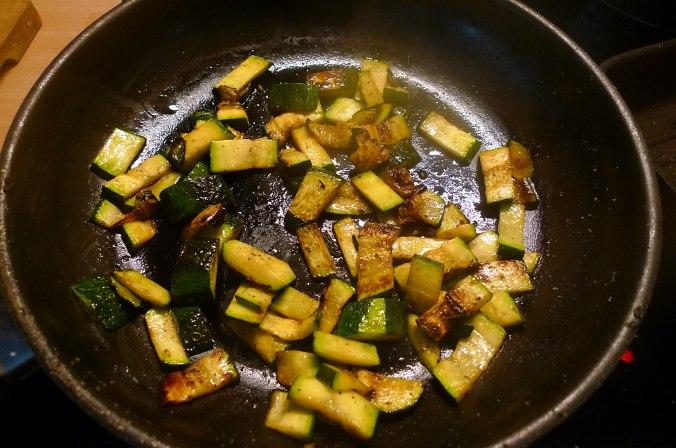 Lachs,Nudeln,Zucchini,Dessert (1) - Kopie