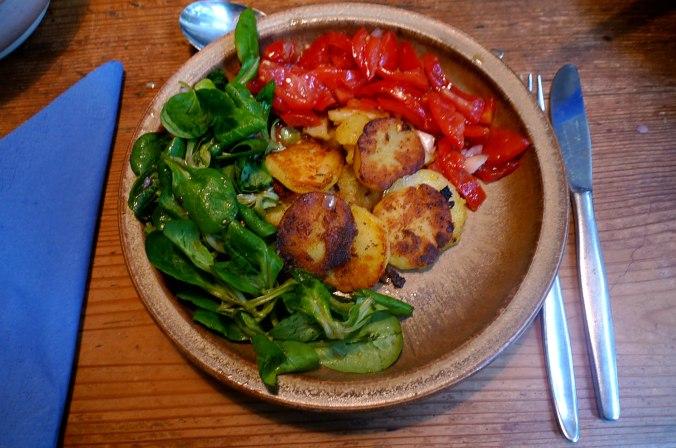 bratkartoffelntomatensalatfeldsalatvegan-1