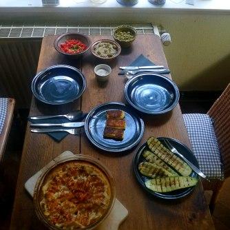 kartoffelgratingebratene-zucchinibaba-ganoushguacamoleolivengebackener-fetavegetarisch-14