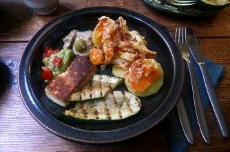kartoffelgratingebratene-zucchinibaba-ganoushguacamoleolivengebackener-fetavegetarisch-15