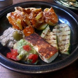 kartoffelgratingebratene-zucchinibaba-ganoushguacamoleolivengebackener-fetavegetarisch-17