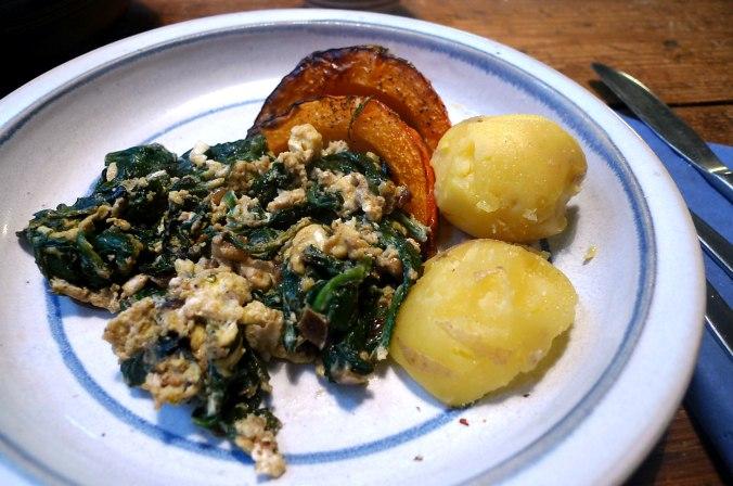Spinat,Rührei,Kürbisspalten,vegetarisch (1).JPG