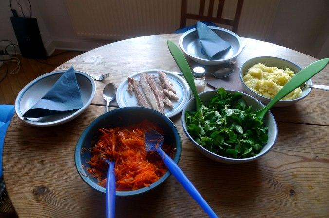 pastinaken-kartoffelstampffeldsalatmhrensalatgeraucherter-buckling-6