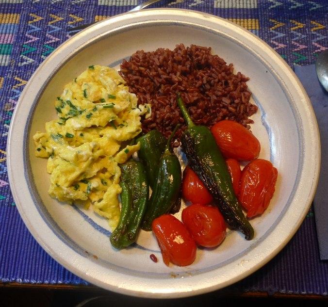 Roter Reis,Pimientos,Datteltomaten,Rührei,vegetarisch, (1).JPG