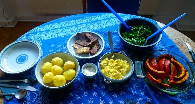 geraucherter-tofuhokkaidopellkartoffelnruhreifeldsalatmirabellenkompottvegetarisch-5
