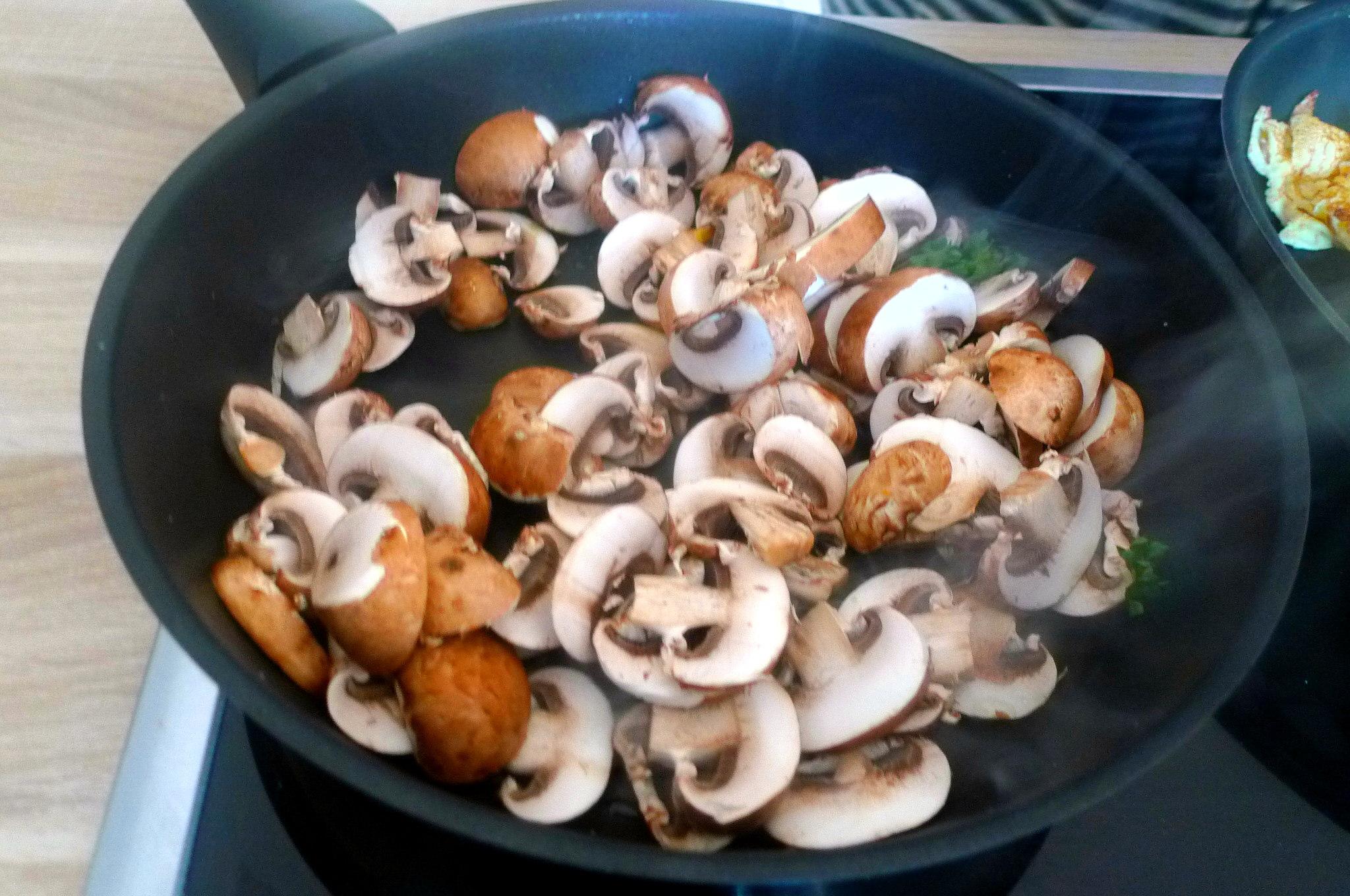 gefullte-pfannkuchenpilzeguacamoleapfel-im-schlafrock-6