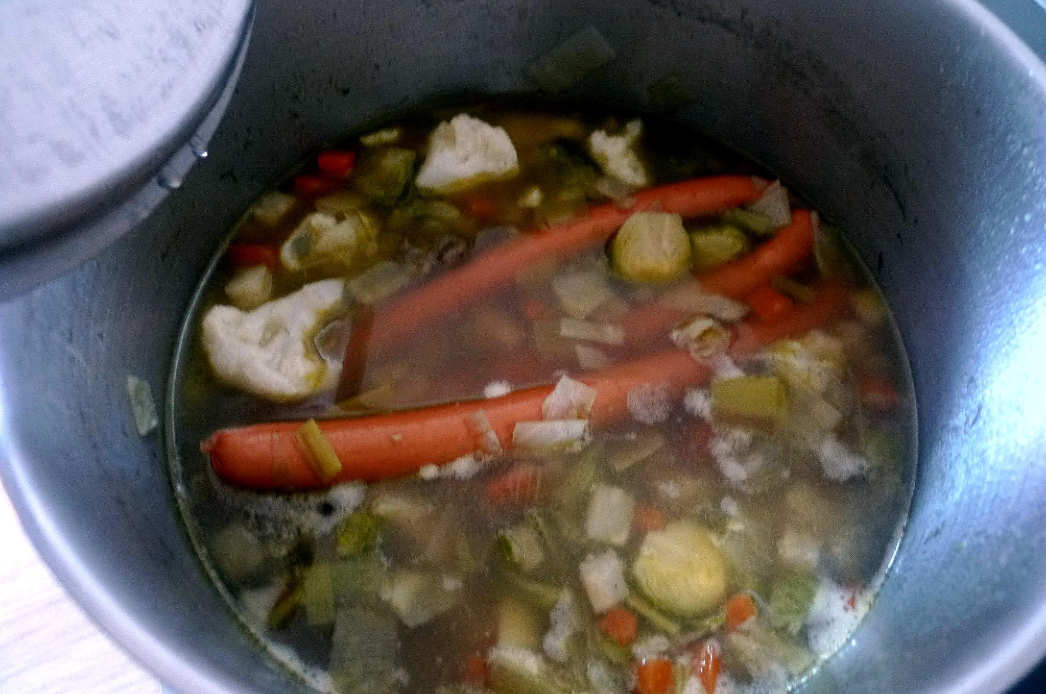 gemusesuppe-mit-nudeln-und-wiener-10