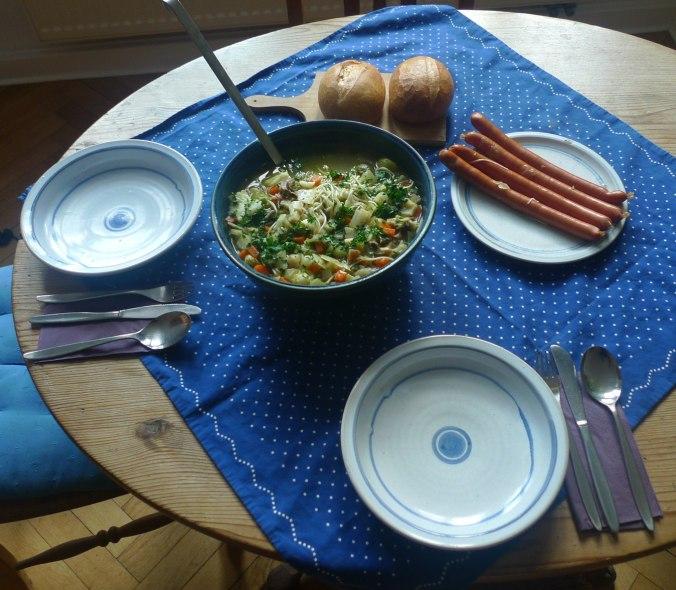 gemusesuppe-mit-nudeln-und-wiener-2
