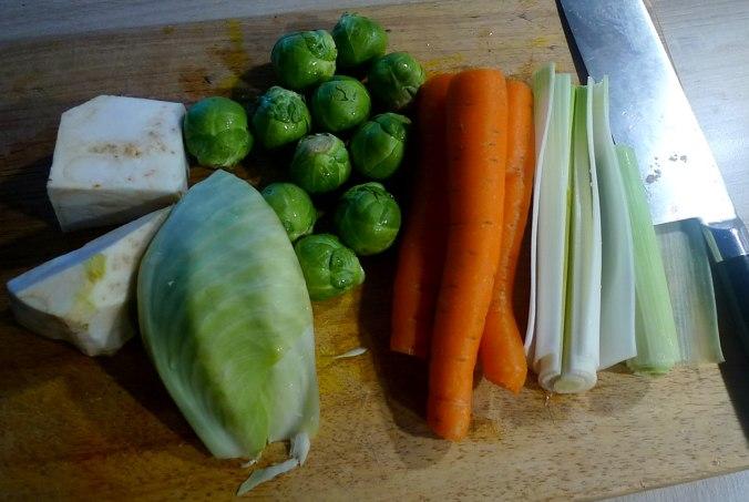 gemusesuppe-mit-nudeln-und-wiener-5