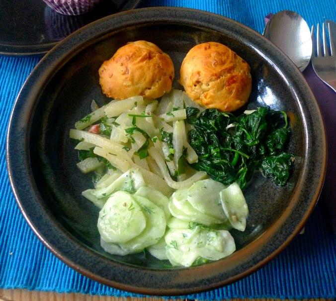 schinken-kase-muffinsbabyspinatkohlrabigemusegurkensalat-1