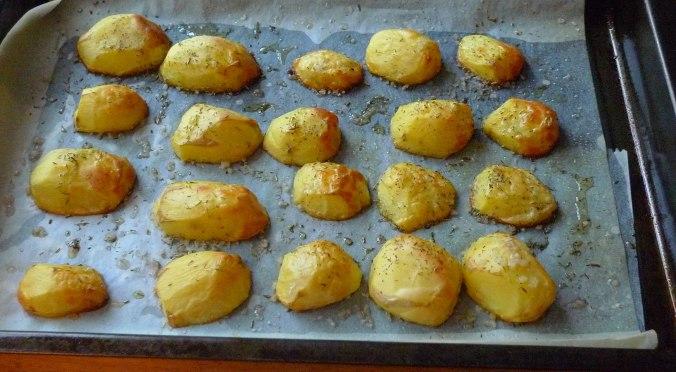 schwarzwurzel-mit-kasesoseofenkartoffelnfeldsalateivegetarisch-8