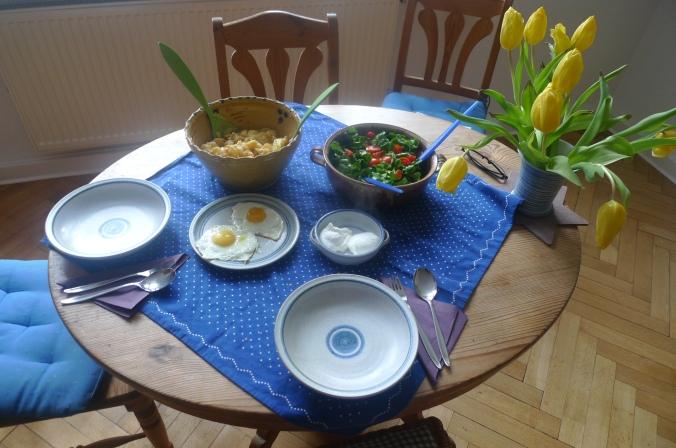 schwabischer-kartoffelsalatfeldsalatpochiertes-eispiegeleivegetarisch-12
