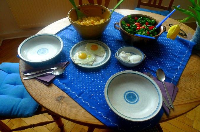 schwabischer-kartoffelsalatfeldsalatpochiertes-eispiegeleivegetarisch-2