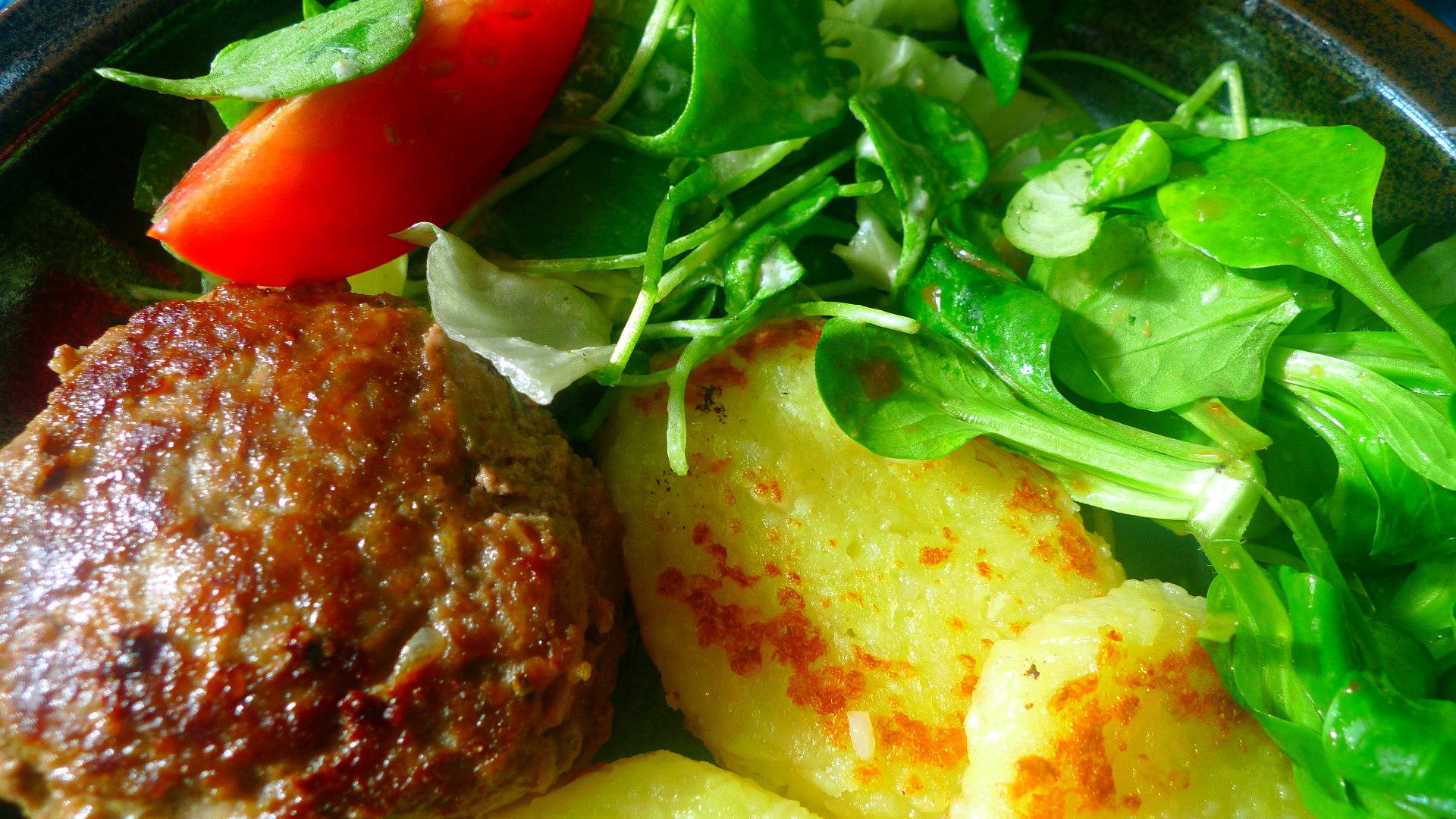 frikadellengebratene-klosscheibensalat-3