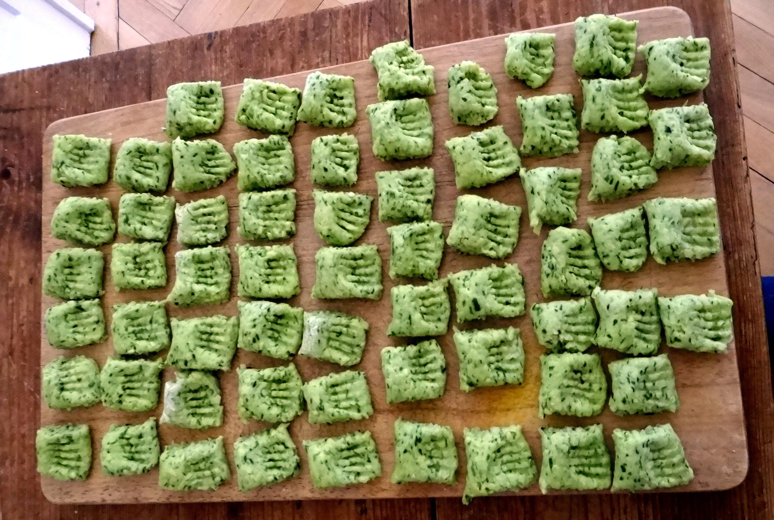 Bärlauchgnocchis,Tomatensugo,Salate (7)