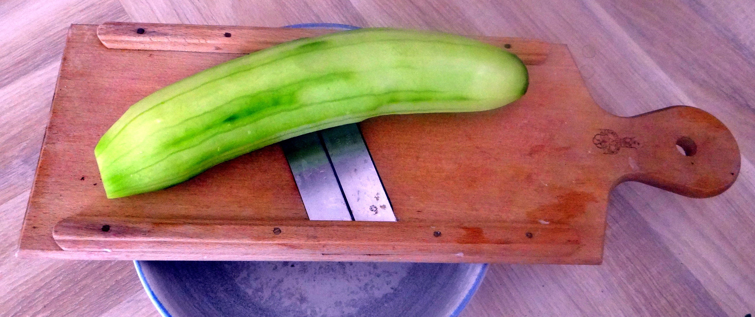 Grüner Spargel,Pellkartoffeln,Gurkensalat (10)