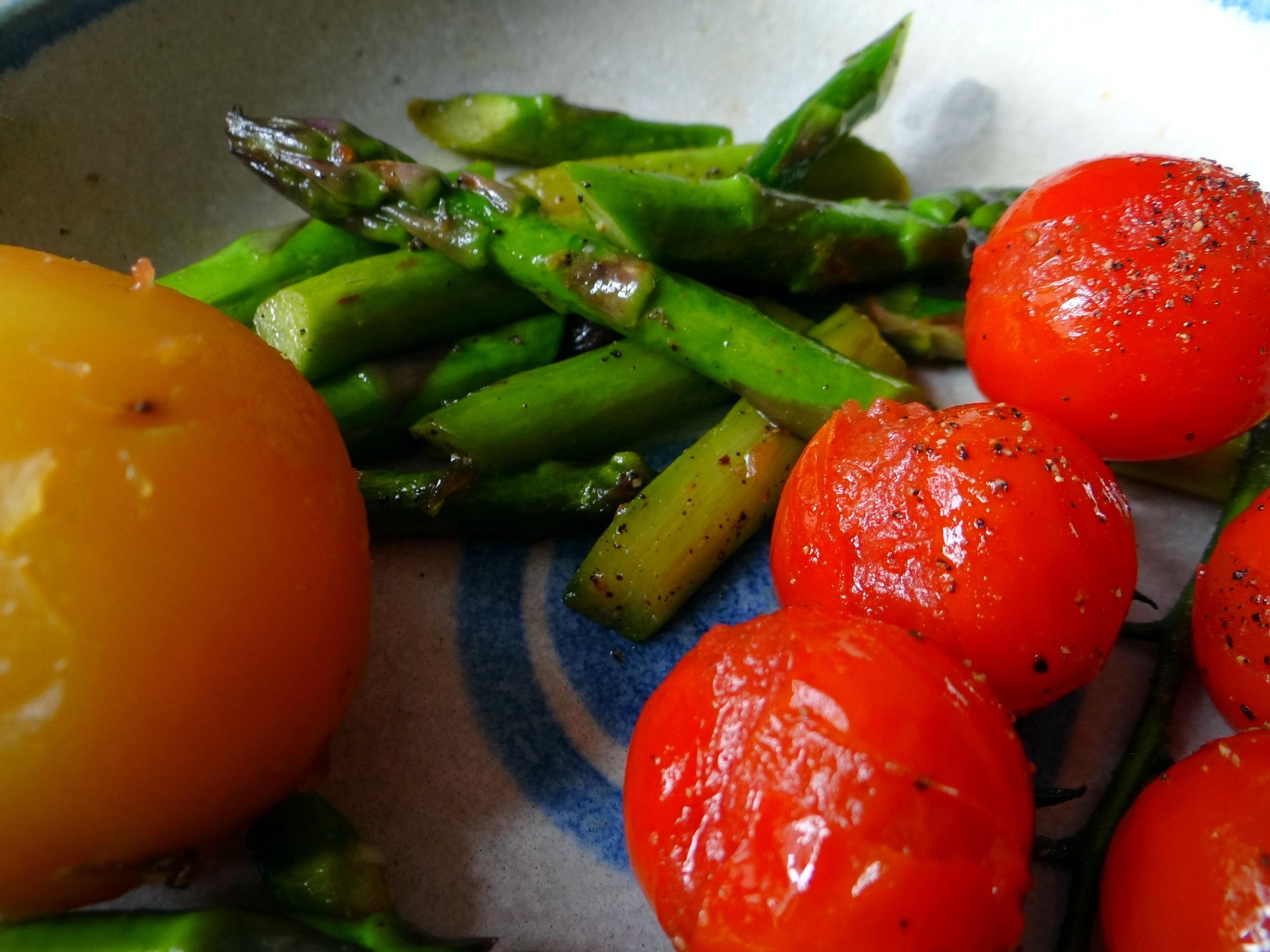Grüner Spargel,Pellkartoffeln,Gurkensalat (3)