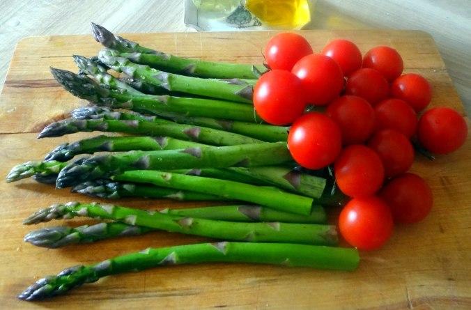 Grüner Spargel,Pellkartoffeln,Gurkensalat (5)