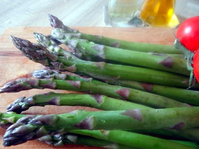 Grüner Spargel,Pellkartoffeln,Gurkensalat (6)