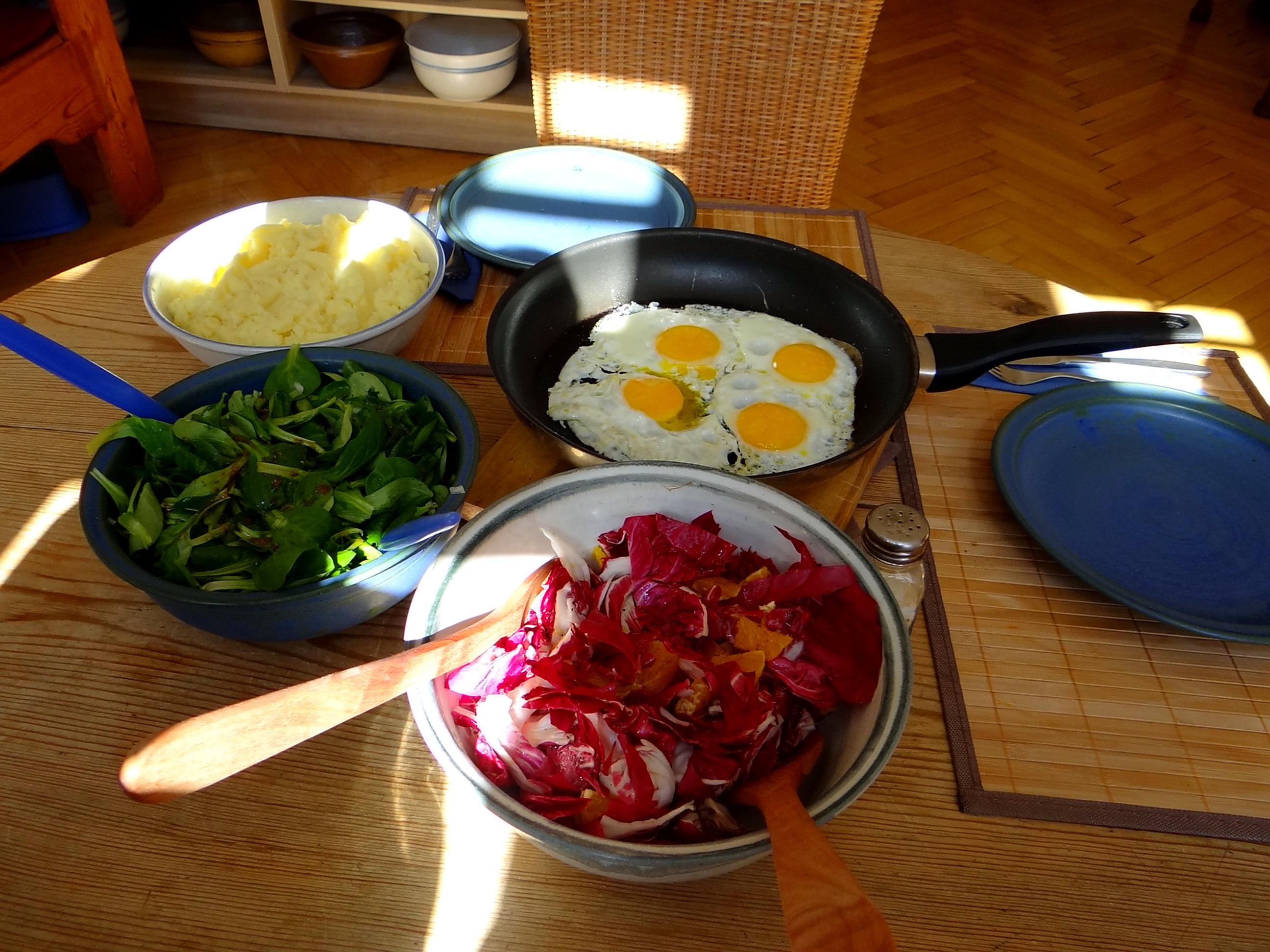 Kartoffelbrei,Salate,Spiegelei (19)