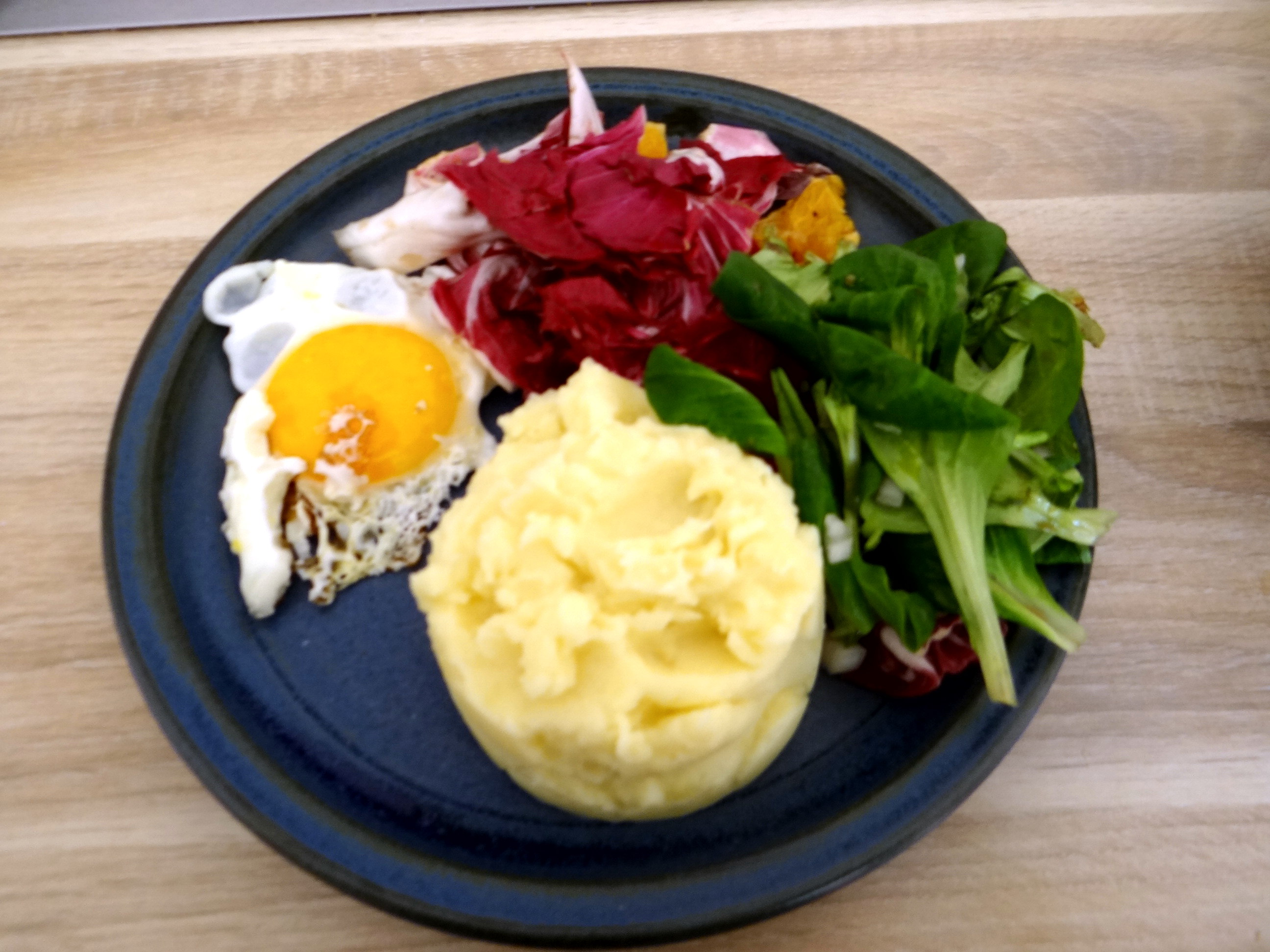 Kartoffelbrei,Salate,Spiegelei (1a)