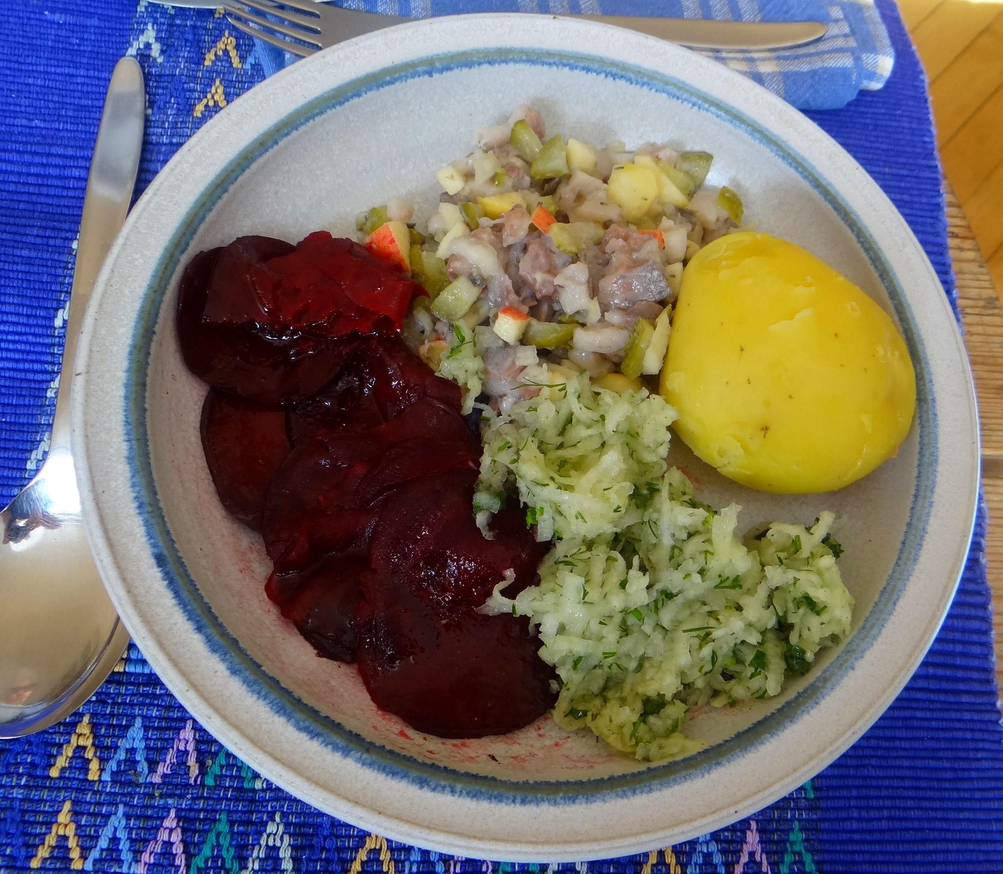 Matjes Tatar,Rote Beete Carpaccio,Kohlrabisalat,Pellkartoffel (1)