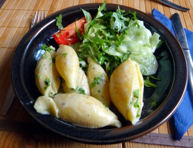 Muschelnudeln,Gorgonzolasauce,Salate (21)