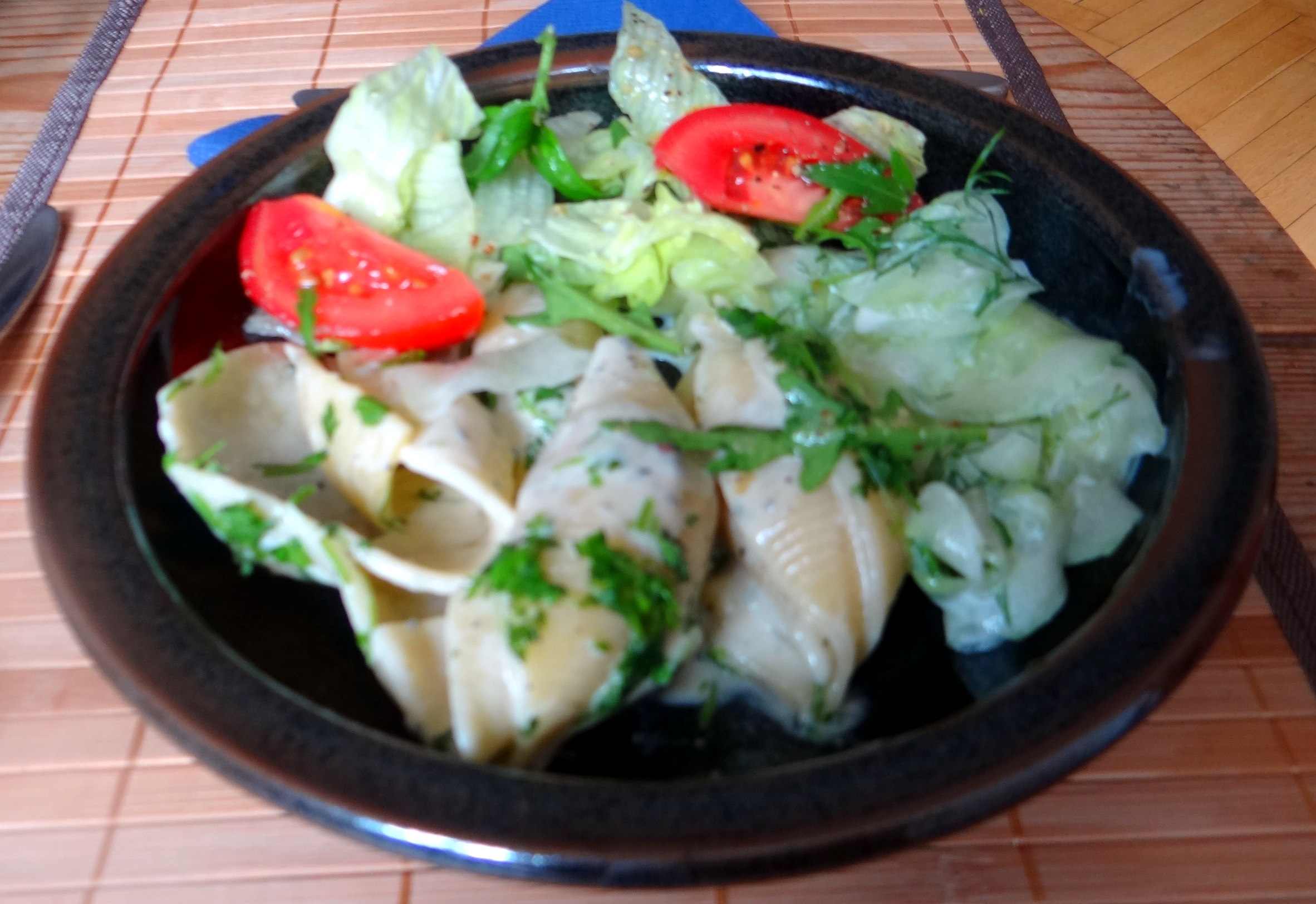 Muschelnudeln,Gorgonzolasauce,Salate (22)