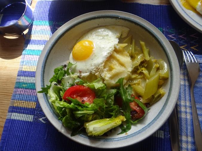 Pastinaken-Kartoffelstampf,Bleichsellerie Gemüse,Salat,Spiegelei (1)