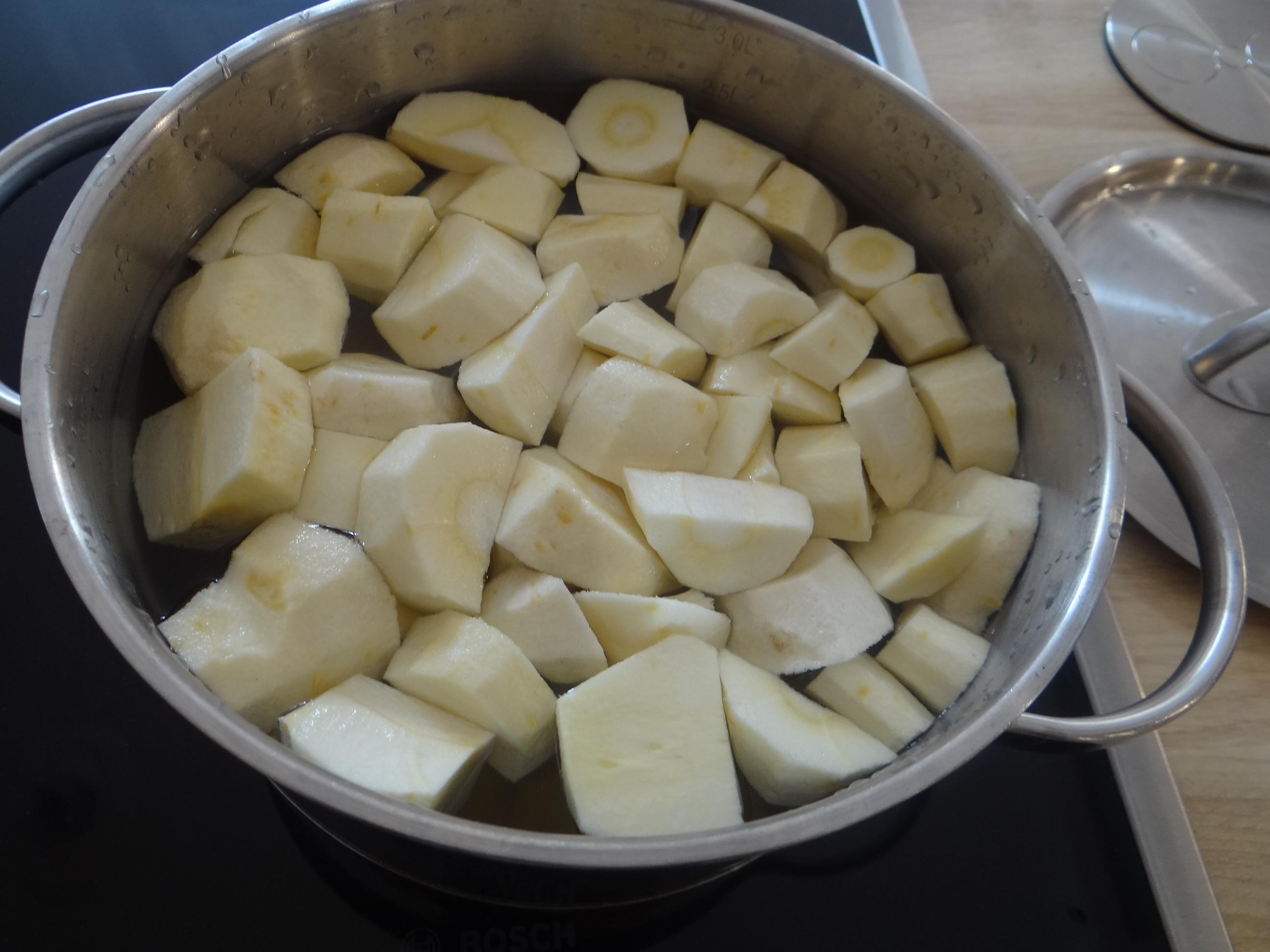 Pastinaken-Kartoffelstampf,Bleichsellerie Gemüse,Salat,Spiegelei (13)