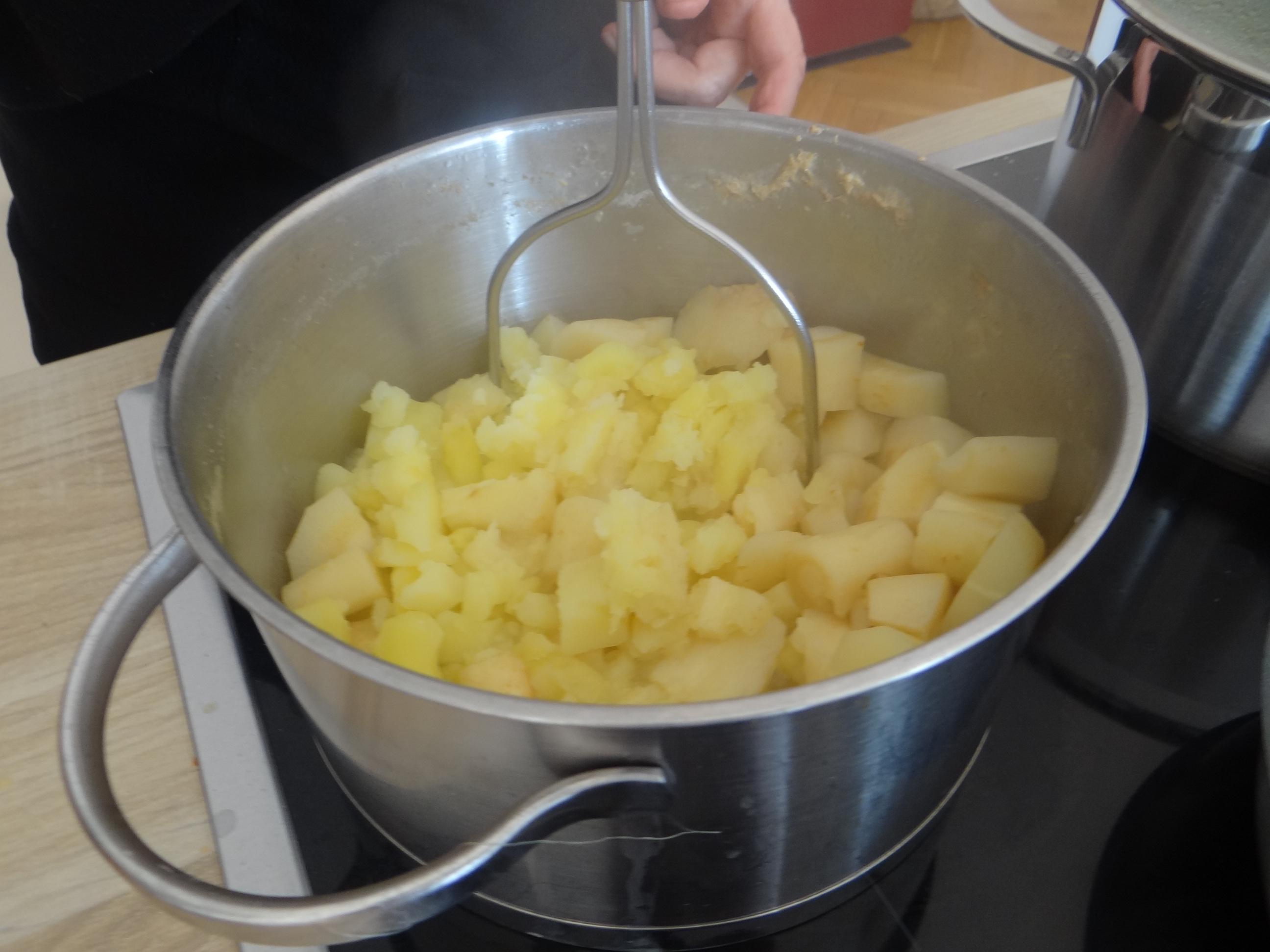Pastinaken-Kartoffelstampf,Bleichsellerie Gemüse,Salat,Spiegelei (14)