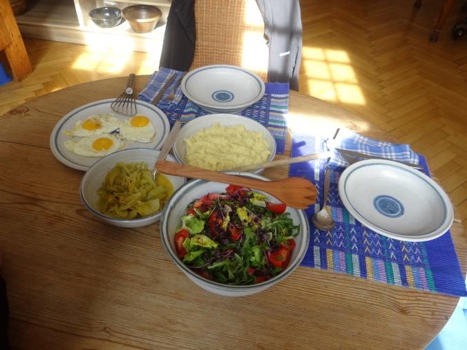 Pastinaken-Kartoffelstampf,Bleichsellerie Gemüse,Salat,Spiegelei (19)
