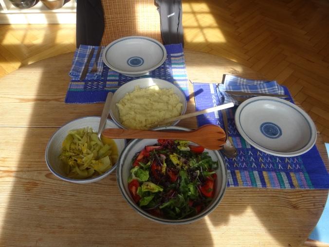 Pastinaken-Kartoffelstampf,Bleichsellerie Gemüse,Salat,Spiegelei (2)