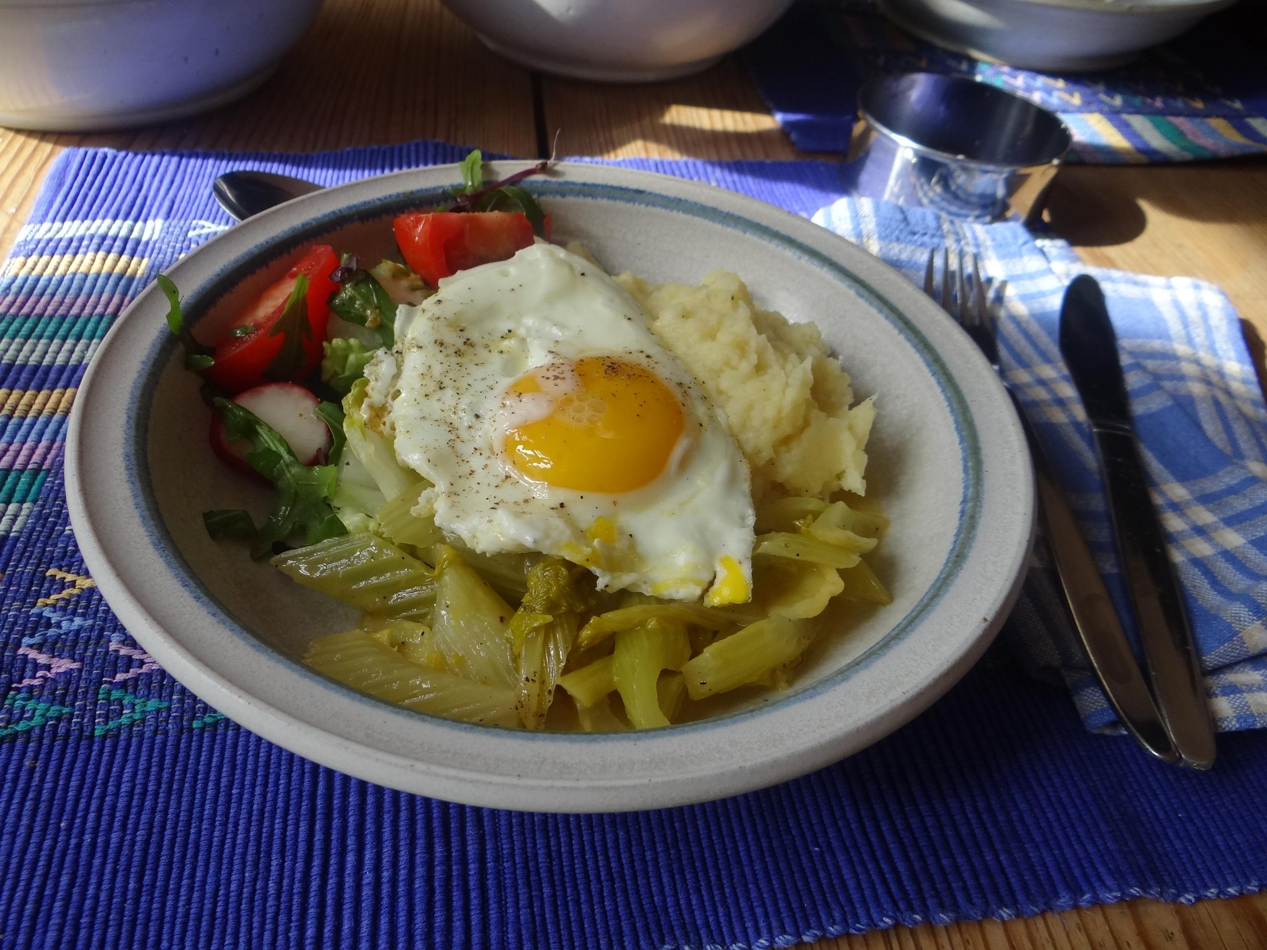 Pastinaken-Kartoffelstampf,Bleichsellerie Gemüse,Salat,Spiegelei (24)