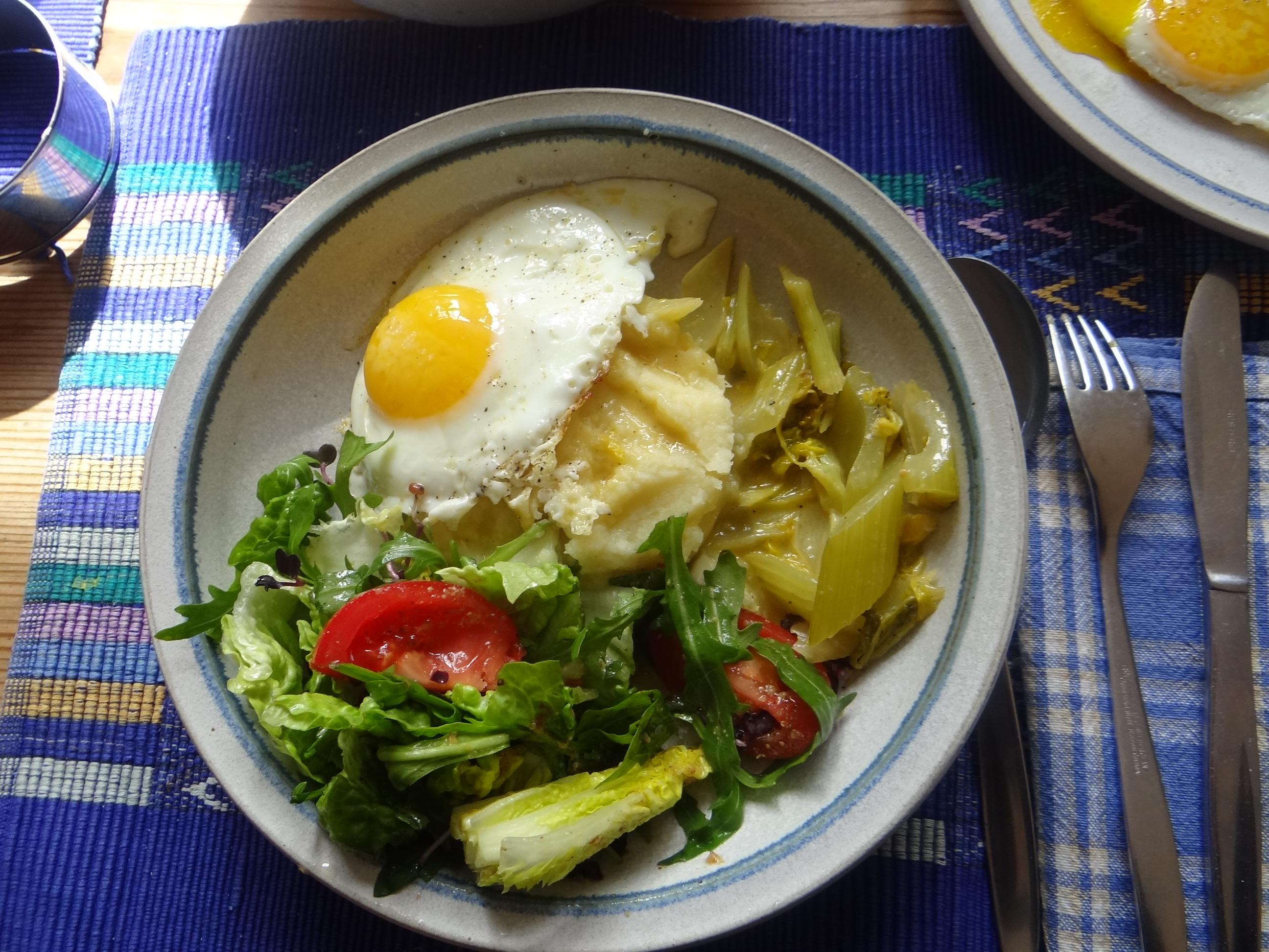 Pastinaken-Kartoffelstampf,Bleichsellerie Gemüse,Salat,Spiegelei (25)