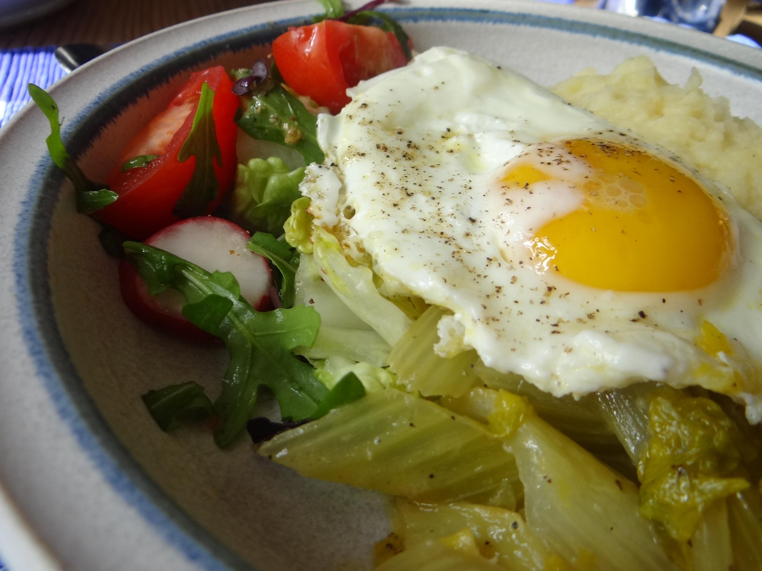 Pastinaken-Kartoffelstampf,Bleichsellerie Gemüse,Salat,Spiegelei (26)