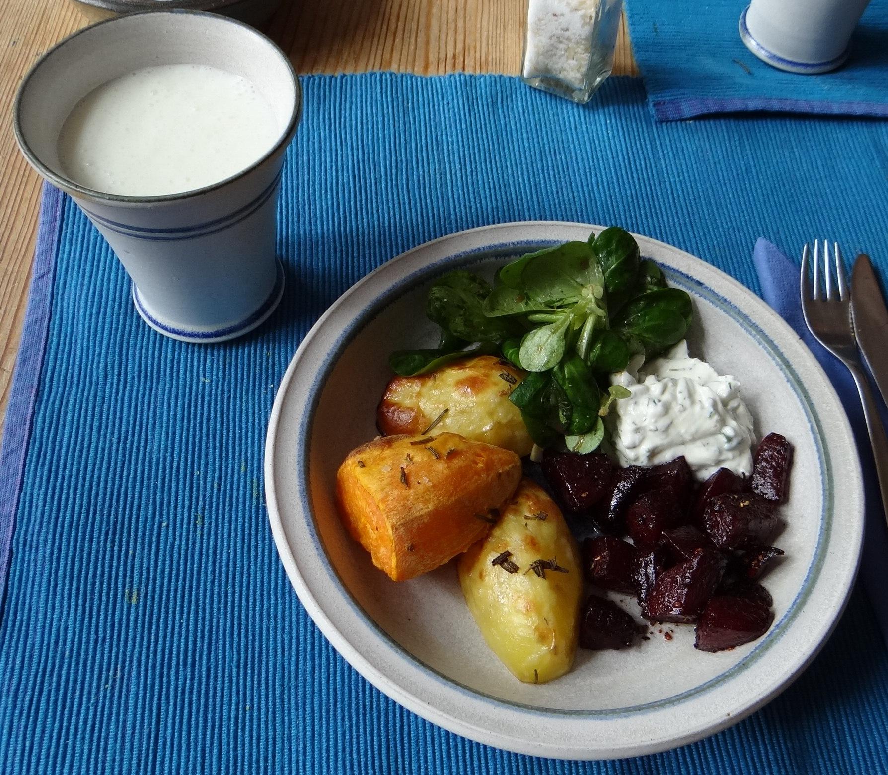 rote-beetegemuseofenkartoffelquark-dipfeldsalat-1