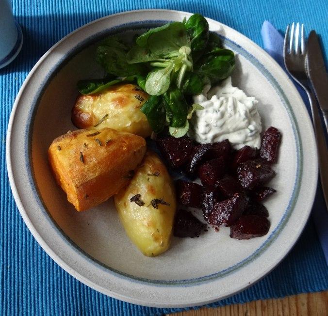 rote-beetegemuseofenkartoffelquark-dipfeldsalat-17