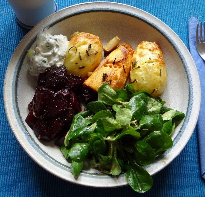 rote-beetegemuseofenkartoffelquark-dipfeldsalat-18