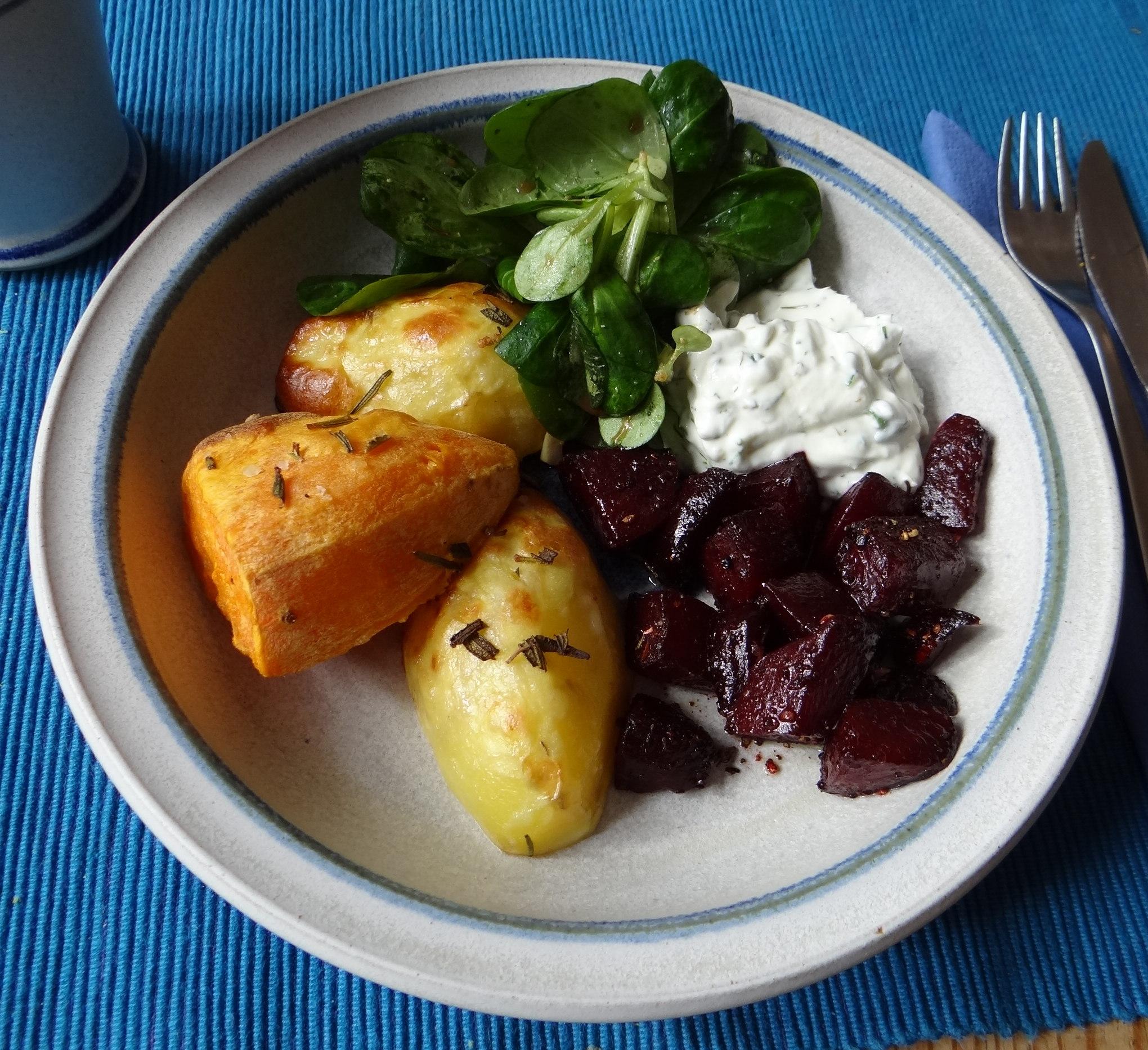 rote-beetegemuseofenkartoffelquark-dipfeldsalat-19