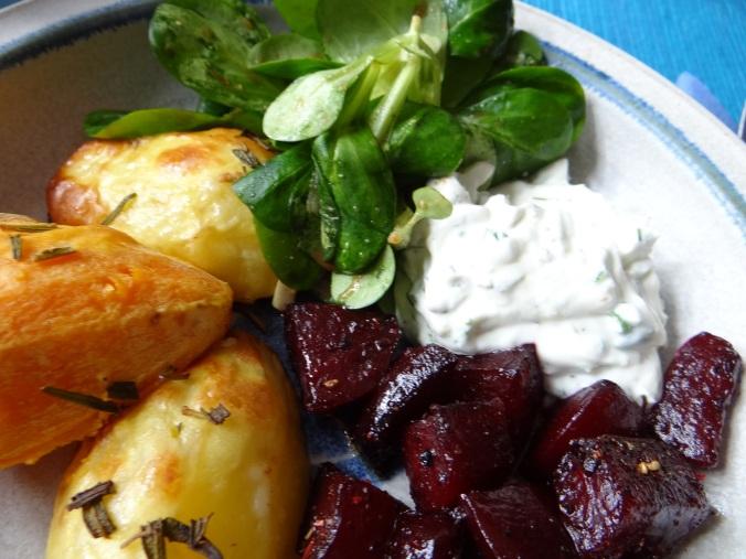 rote-beetegemuseofenkartoffelquark-dipfeldsalat-3