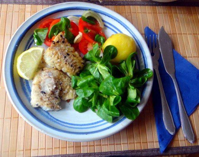 Seelachs,Tomatensalat,Feldsalat (1)
