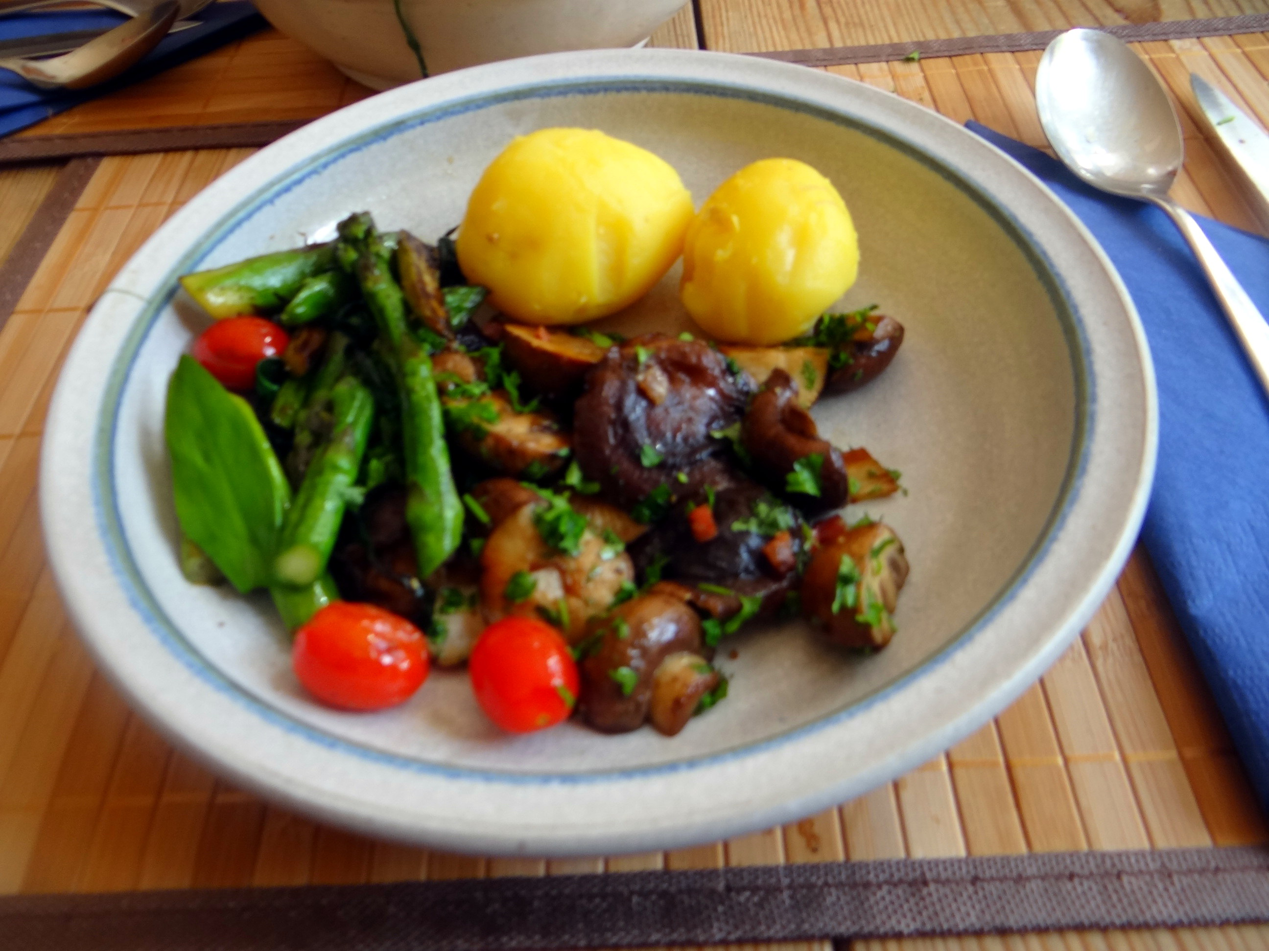 Shitake,Champignon,grüner Spargel,Pellkartoffeln,Rosins Kuchen (17)