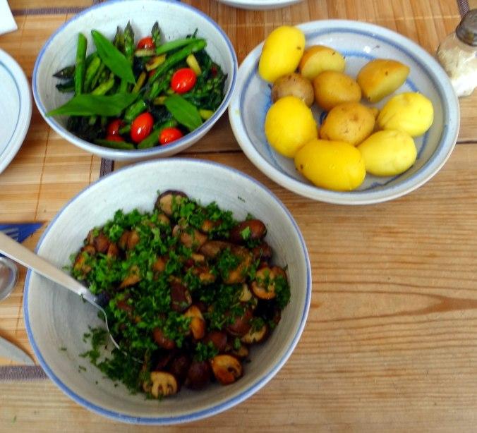 Shitake,Champignon,grüner Spargel,Pellkartoffeln,Rosins Kuchen (1b)